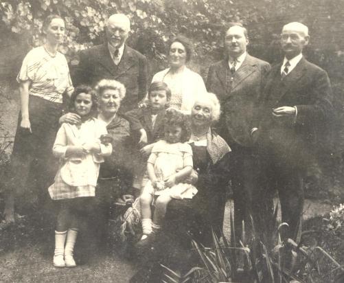avec les parents quatre grands parents et tante Cécile