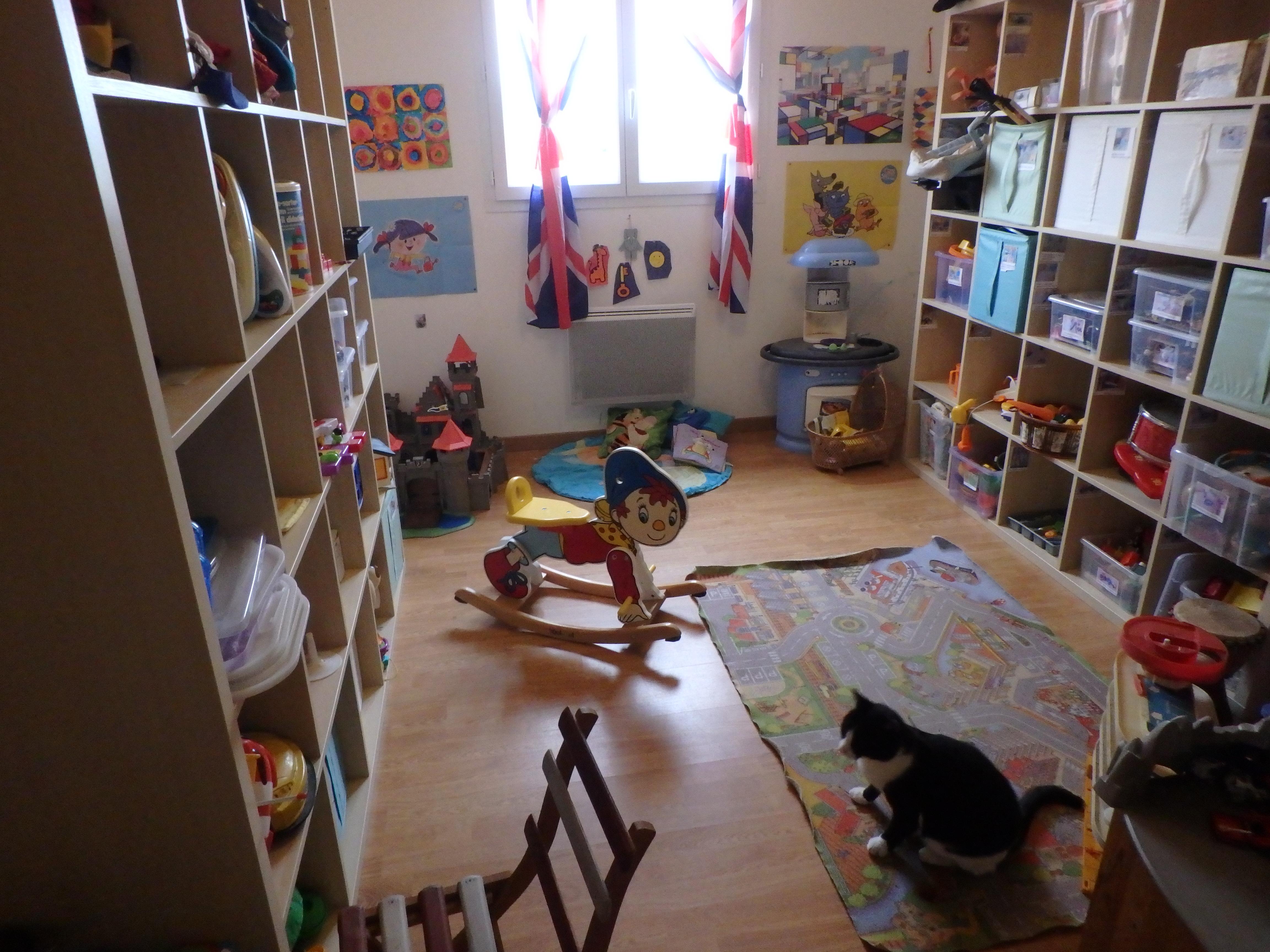organisation de la salle de jeu et jeux gar ons filles activit s la maison. Black Bedroom Furniture Sets. Home Design Ideas